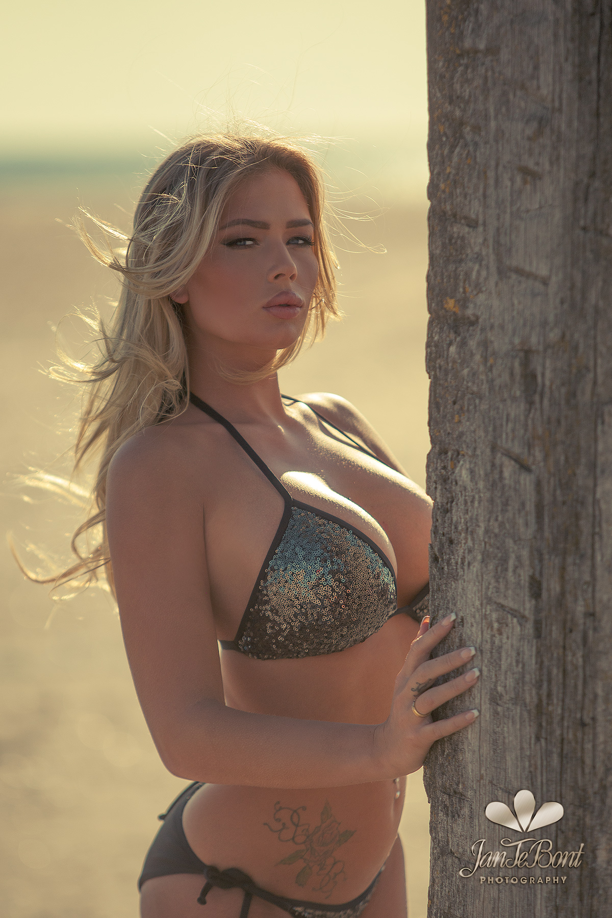Fabienna Valentina blonde barbie lips longhair model glamour busty big boobs beauty sexy perfect girl lady woman jan te bont jantebont JTB doutze