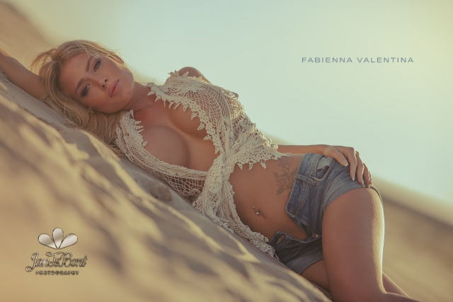 Fabienna Valentina blonde barbie lips longhair model glamour busty big boobs beauty sexy perfect girl lady woman jan te bont jantebont JTB doutze