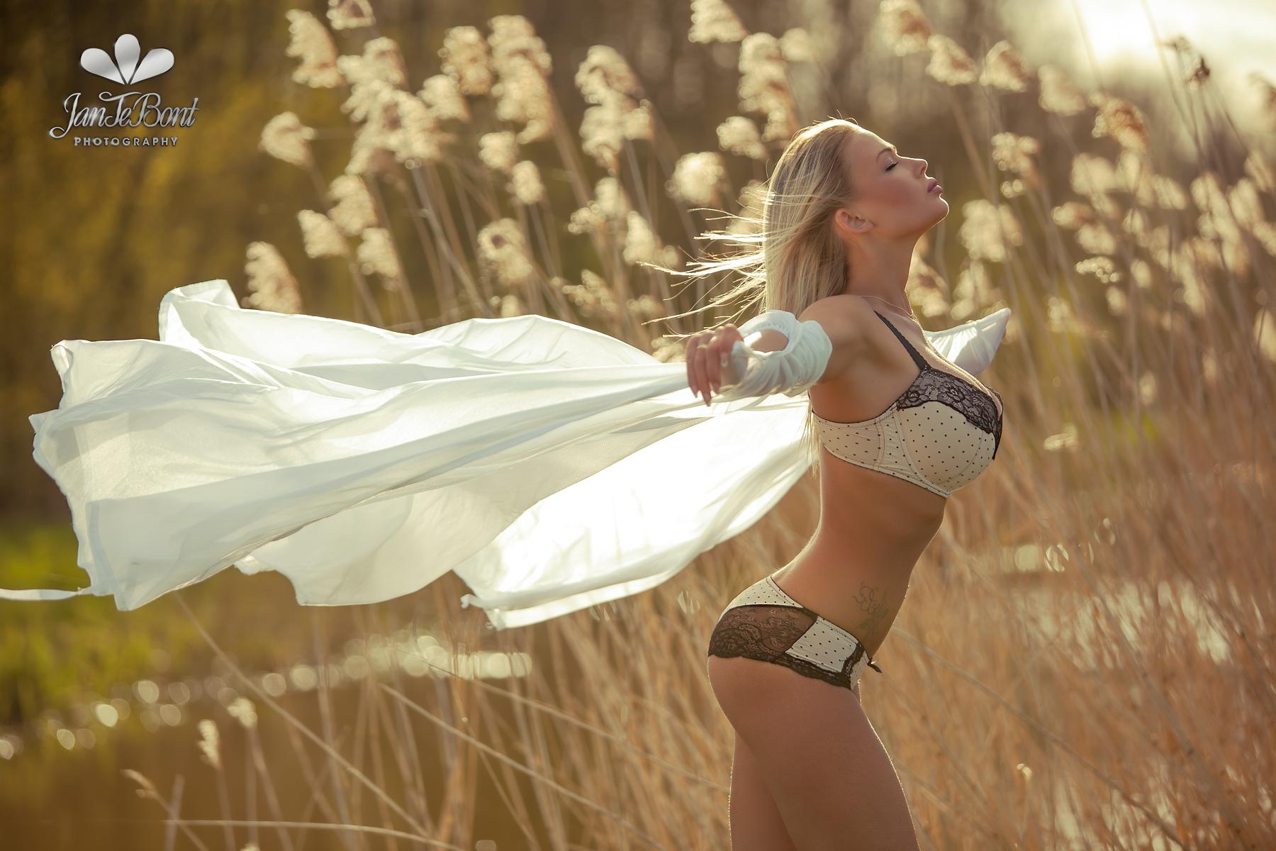 Fabienna Valentina Fly blonde