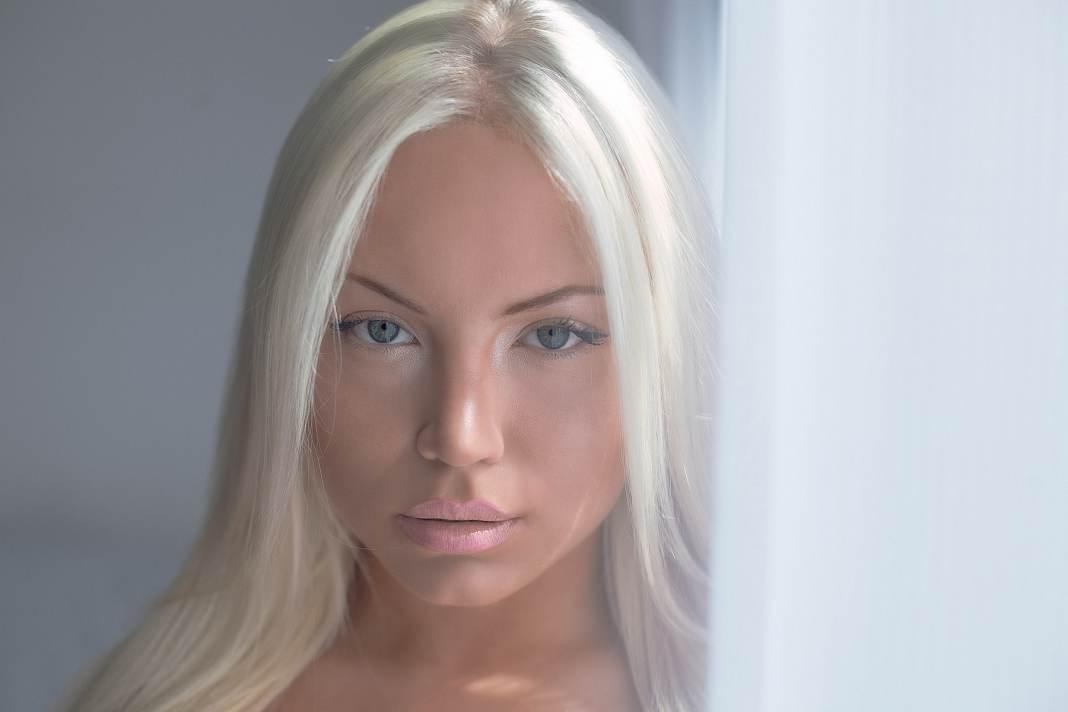 Sensual blonde emma sarah green